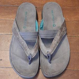Merrell womans sandles size 9